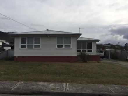 House - 8 Illawarra Road, G...