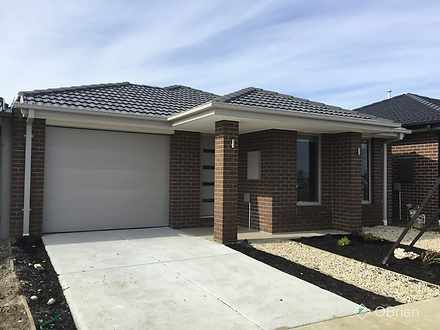 House - 27 Orleana Way, Cly...
