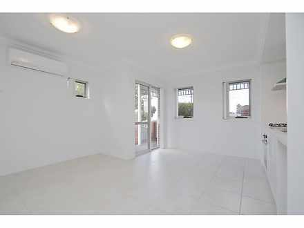 Apartment - 1/11 Mcmillan S...