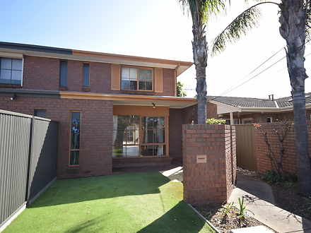 Townhouse - 2/45 Russell St...