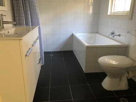 609d525893eb37e08279e381 15899 bathroom2 1584603005 thumbnail