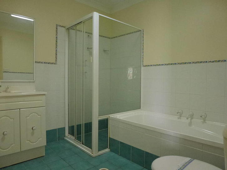 724f2dc83f852f8a981d44f0 main bath 1571268996 primary