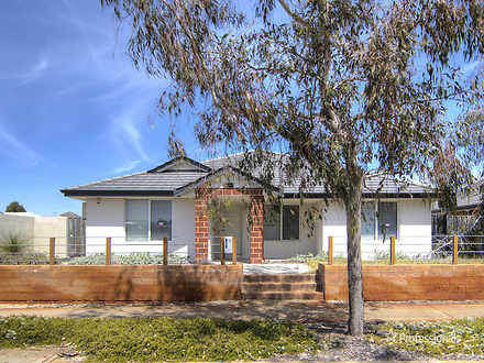 House - 72 Banrock Drive, E...