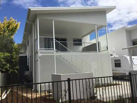 Townhouse - 6 Yarrow Court,...
