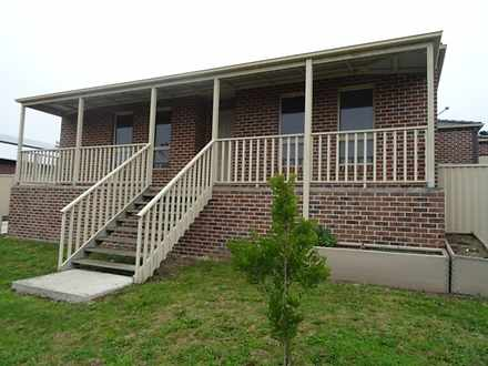 Townhouse - 1/812 Geelong R...
