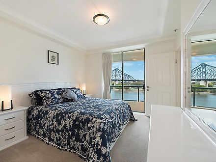 Bed502d6d3925a8eb510a344 master bedroom 1552 5db925f3b8006 1572416412 thumbnail