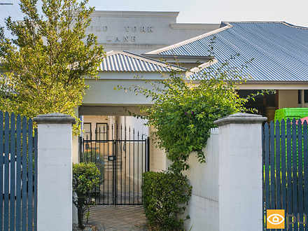 Townhouse - 5/137 Roberts R...