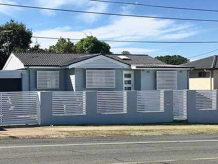 House - 33 Winnetts Road, D...