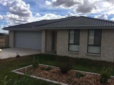 37 Flemming Crescent, Tamworth 2340, NSW House Photo