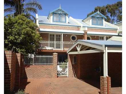 Townhouse - 271 Roberts Roa...