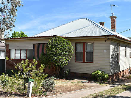House - 33 Currawong Street...