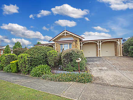 House - 8 Molesworth Drive,...