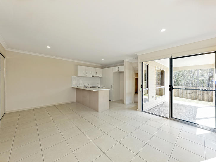Townhouse - 13A Ryrie Court...