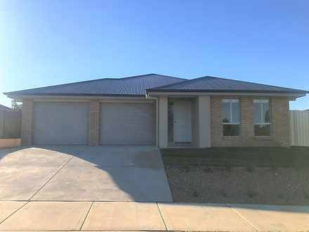Townhouse - 65A Carstens St...