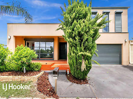 House - 55 Shearwater Stree...