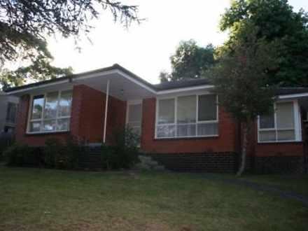 House - 4 Holyrood Drive, V...