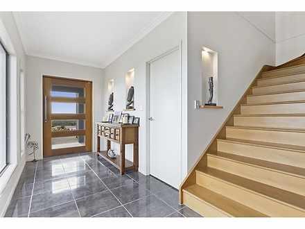 Eef9edfb6bac54b3958dbea8 22854 staircase 1576113432 thumbnail
