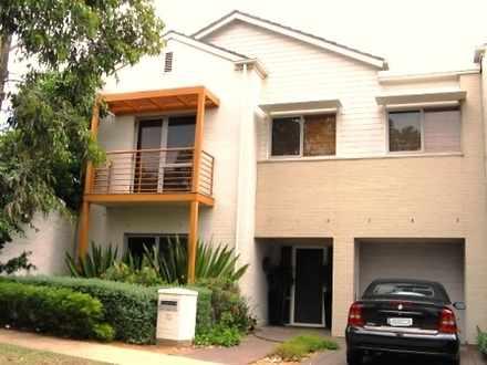 House - 10 Moulton Avenue, ...