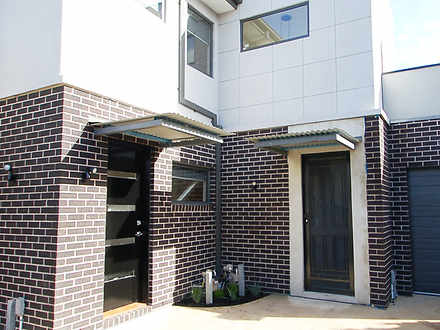 Townhouse - 2/81 Farview St...