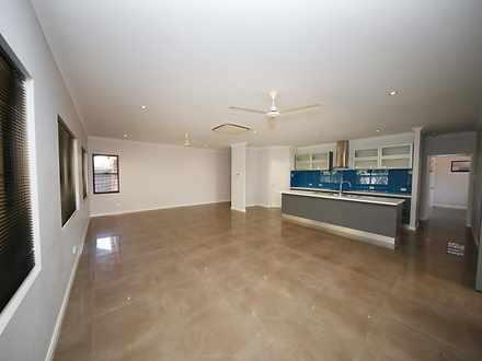 House - 10 Kingfisher Way, ...