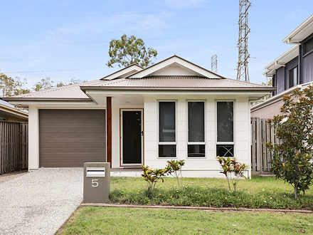 House - 5 Tasman Boulevard,...