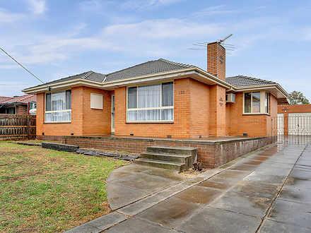House - 122 Craigieburn Roa...