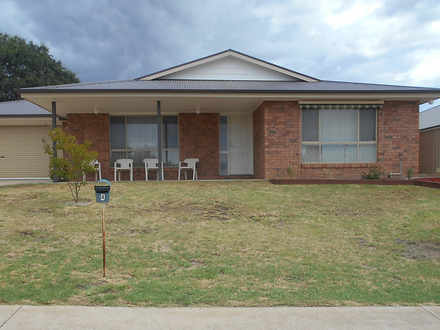 House - 4/91A Russell Stree...