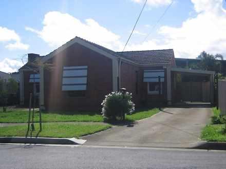House - 15 Broadford Cresce...