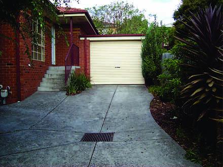 Lindas rental driveway 1581650342 thumbnail