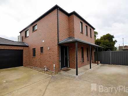Townhouse - 203B Russell St...