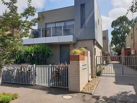 Townhouse - 1/7 Luscombe St...