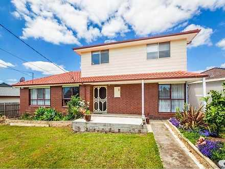 House - 4 Canberra Grove, L...