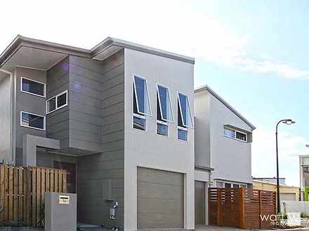 Townhouse - 16 Jenolan Lane...