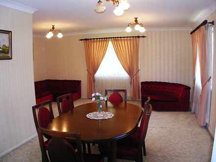 Cbb4c2ed2b618dd075f35dee 2834 diningroom 1585023313 thumbnail