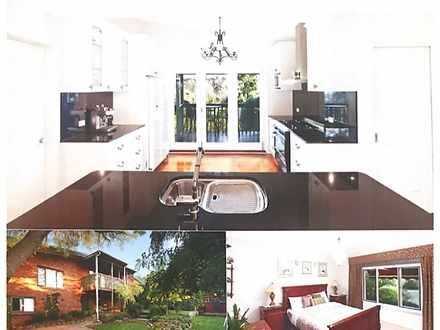 House - 4 Hawkesbury Cresce...