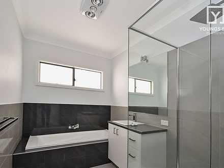 B78cfff198f81e216bca57e7 bathroom upstairs 2455 5e7abe952174c 1585102682 thumbnail