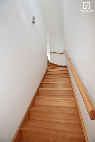 49843b8d650b7931e647ba9f stairs 2462 5e7abeb04ba09 1585102682 primary