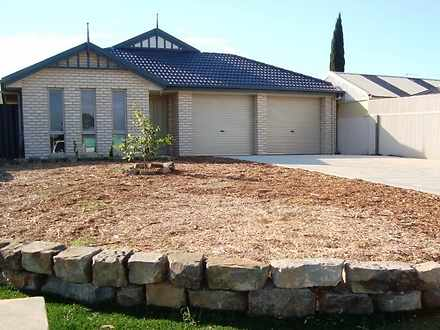 House - 32 Camelot Drive, B...