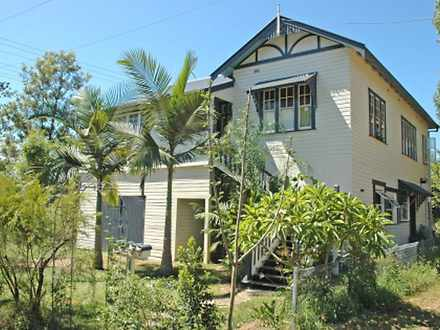 House - 4/2 Cambrian Street...