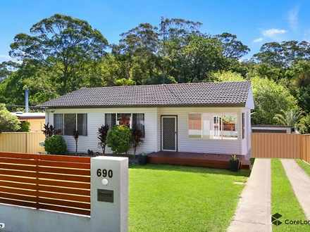 House - 690 Pacific Highway...