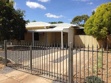 House - 5 Farnham Avenue, S...