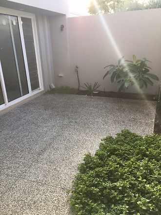 Townhouse - 76A Crawford  R...