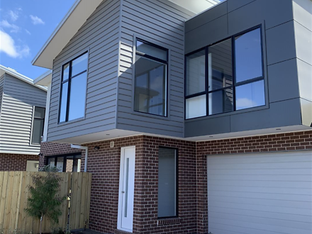 Townhouse - 2/25 Waiora Ave...