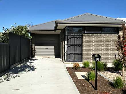 House - 5 Armstrong Street,...