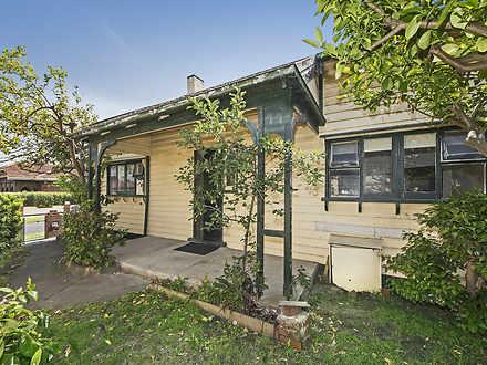 House - 49 Grange Road, Cau...