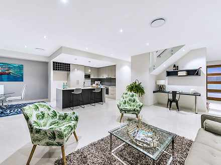 Townhouse - 3/206 Cotlew St...