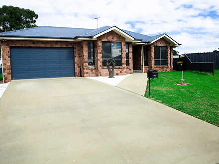 House - 11 Mossgiel Close, ...