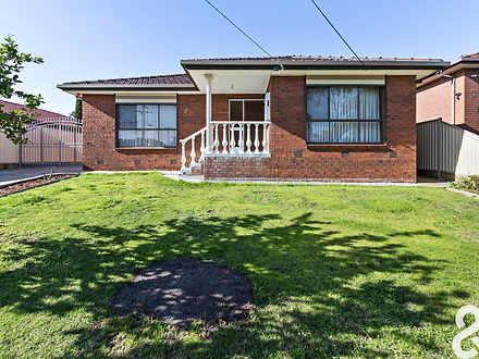 House - 30 Wodonga Crescent...