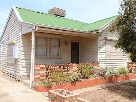 House - 14 Golden Wattle Dr...