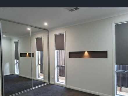 House - 6 Derwent Avenue, R...